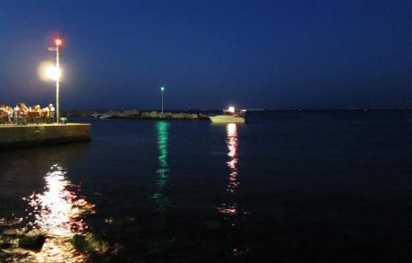 Port de Thermi by night