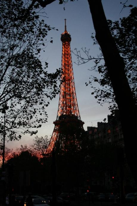 Tour Eiffel, un soir de novembre